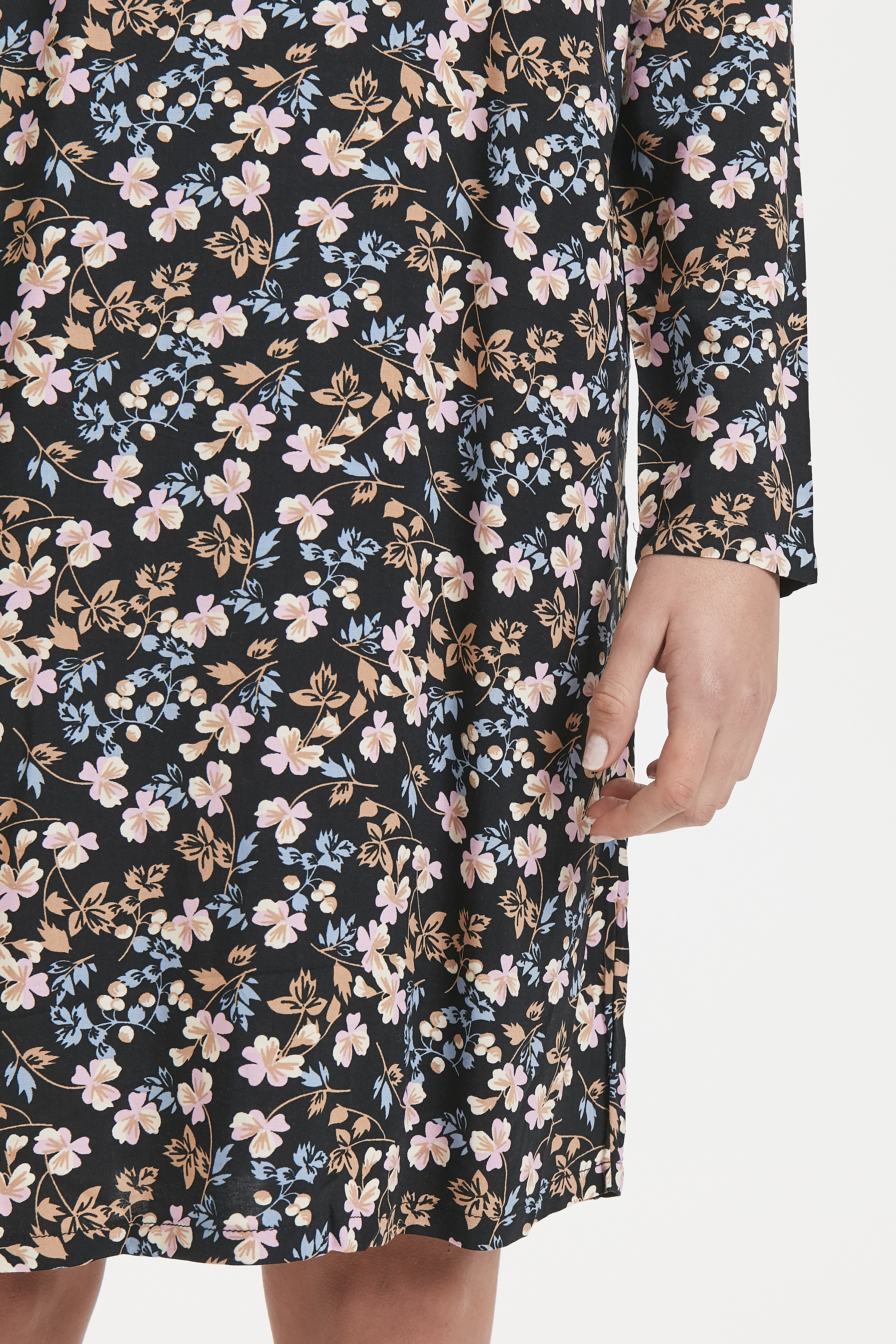 Dark Navy Flower Kjole – Køb Dark Navy Flower Kjole fra str. S-XXL her
